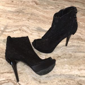 Black lace Guess heels